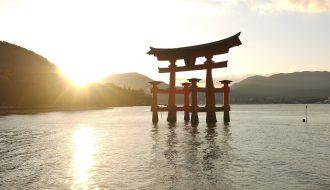 海に浮かぶ観光名所、厳島神社有する地|【宮島】の魅力とは