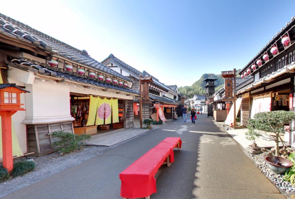 「日光江戸村」で400年前の忍者の歴史に触れる